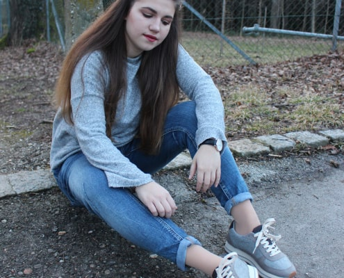 Outfit mit Plateau Sneaker in Grau