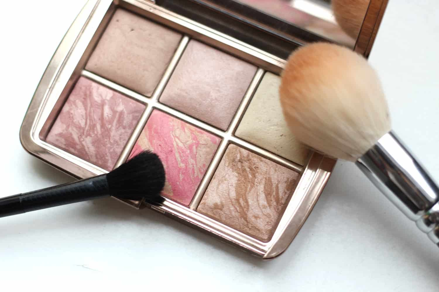Bronzer Hourglass für den perfekten One Shadow Look