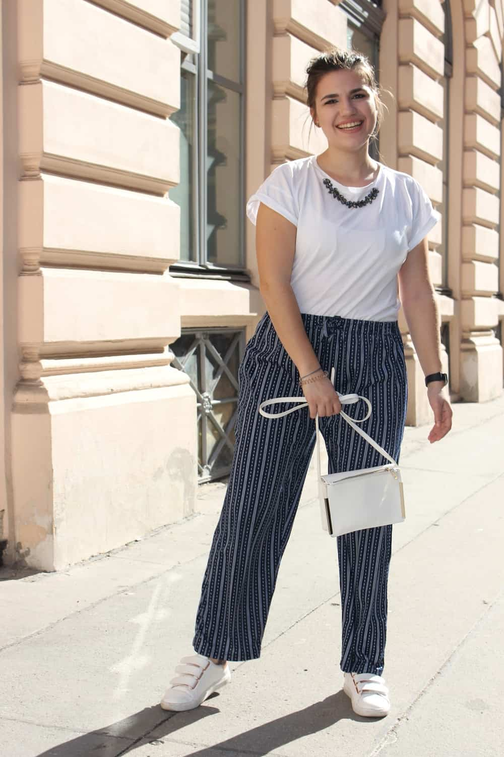 Sundaystolls in Culottes andbasic shirt
