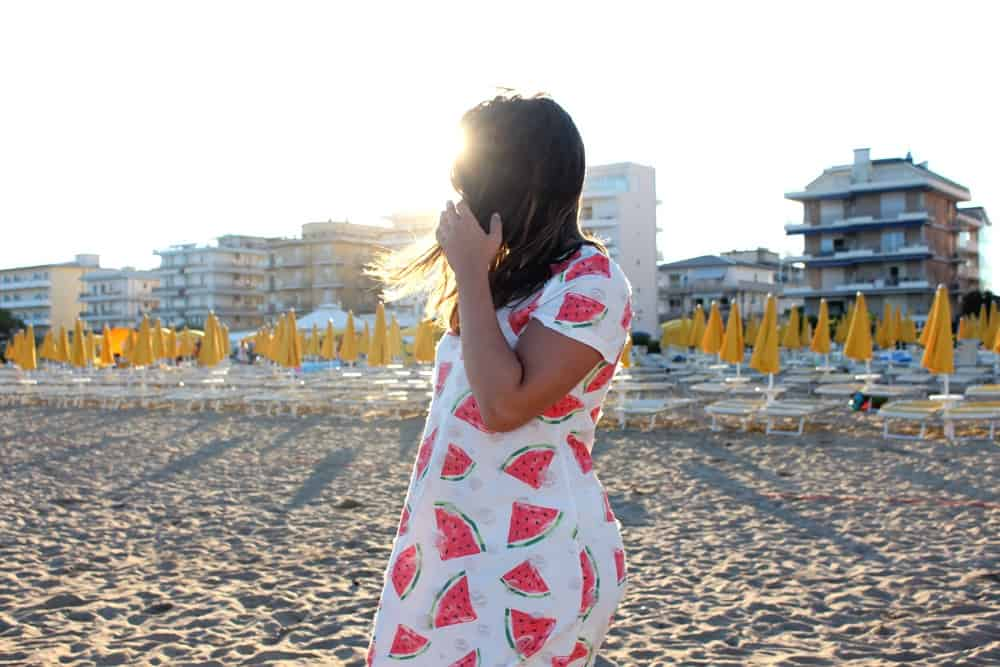 Outfit: Watermelon-dress and the beach