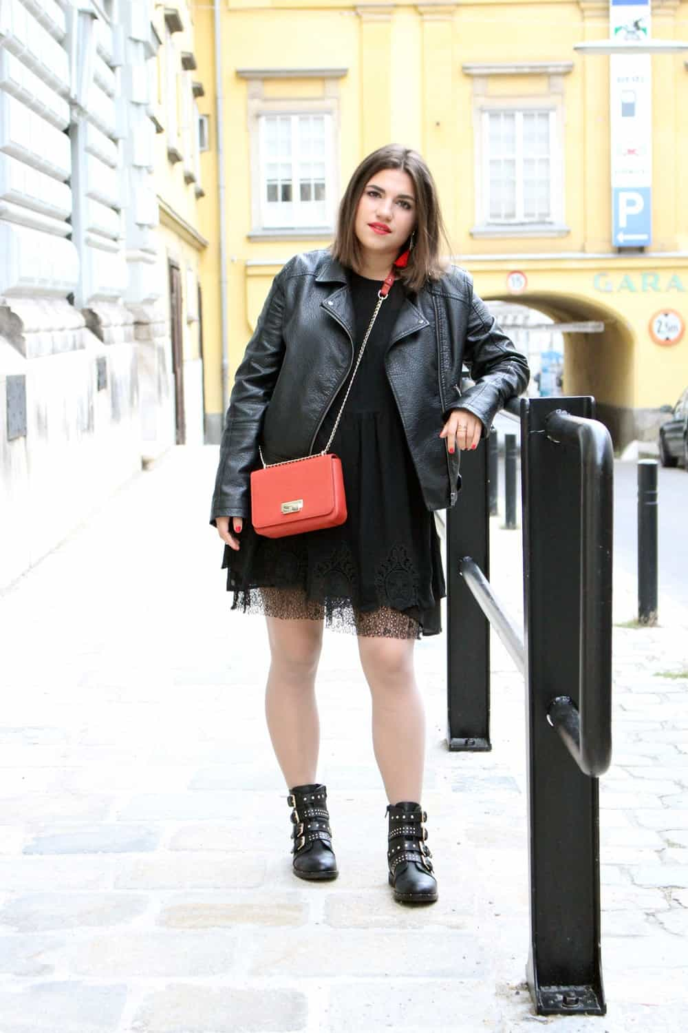 MQ Vienna Fashion Week Outfit: Black dress, Lederjacke, Boots und Lucy Bag